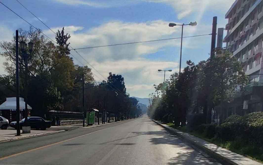 Με την εικόνα των αυτοκινήτων να εγκαταλείπουν την Αθήνα και με τον κίνδυνο ο νέος κορωνοϊός να εξαπλωθεί με γρηγορότερους ρυθμούς
