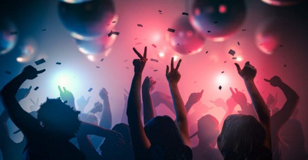 Ενα πάρτι στην Κηφισιά, όπως αναφέρει thetoc, όταν η επιδημία στην Ελλάδα ήταν ακόμα σε αρχικό στάδιο και δεν είχαν ακόμα ληφθεί έκτακτα μέτρα