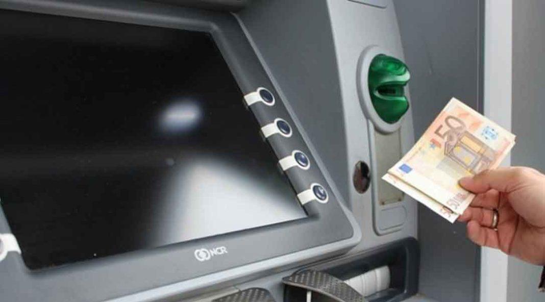 Κορονοϊός - Όλες οι ειδήσεις: Ένα αλαλούμ παραπληροφόρησης επικράτησε για ώρες μετά την ανακοίνωση της Ελληνικής Ένωσης Τραπεζών σχετικά με τις αλλαγές στις τραπεζικές συναλλαγές.