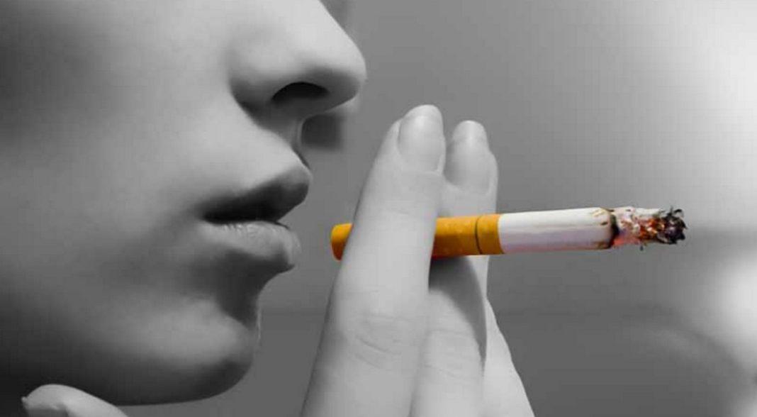 Για μετάδοση του κορονοϊού με τον καπνό που εκπνέει ένας καπνιστής ο οποίος νοσεί από τον ιό κάνει λόγο ο Παναγιώτης Μπεχράκης, Πνευμονολόγος – Εντατικολόγος