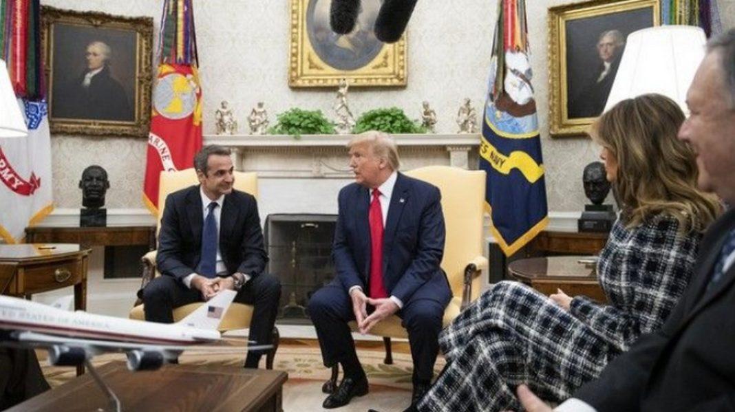 Ο Πρωθυπουργός Κυριάκος Μητσοτάκης συνομίλησε, με τον Αμερικανό Πρόεδρο Ντόναλντ Τραμπ, τον οποίο ενημέρωσε για την κατάσταση στα ελληνο-τουρκικά χερσαία και θαλάσσια σύνορα.