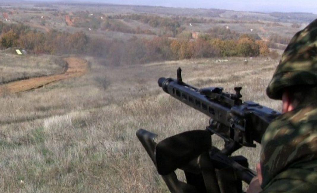 Το Δ' Σώμα Στρατού μόλις ανακοίνωσε ότι θα προβεί αύριο Δευτέρα 2 Μαρτίου σε βολές ευθυτενούς τροχιάς με πολυβόλα, τυφέκια και πιστόλια με πραγματικά πυρά, σε όλη