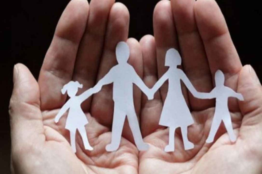 Μέτρα για τον κορωνοϊό Στην εφάπαξ αύξηση του Ελάχιστου Εγγυημένου Εισοδήματος σε οικογένειες με παιδιά (μονογονεϊκές ή μη)προσανατολίζεται η κυβέρνηση. Η έκτακτη ενίσχυση που «κουμπώνει» με τα μέτρα