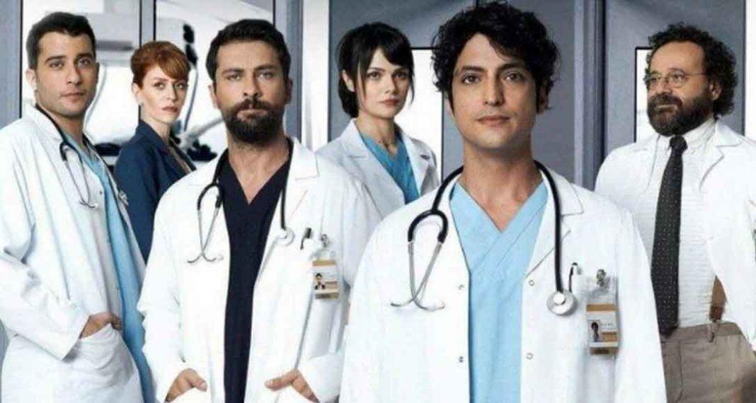 Οι αντιδράσεις ξεκίνησαν από την πρώτη στιγμή που έγινε γνωστό και βγήκε στον αέρα το τρέιλερ της νέας τουρκικής σειράς του ΣΚΑΪ «Ο γιατρός»… Η σειρά βασίζεται στην ομώνυμη επιτυχημένη και πολυβραβευμένη κορεάτικη παραγωγή που στη συνέχεια διασκευάστηκε με μεγάλη