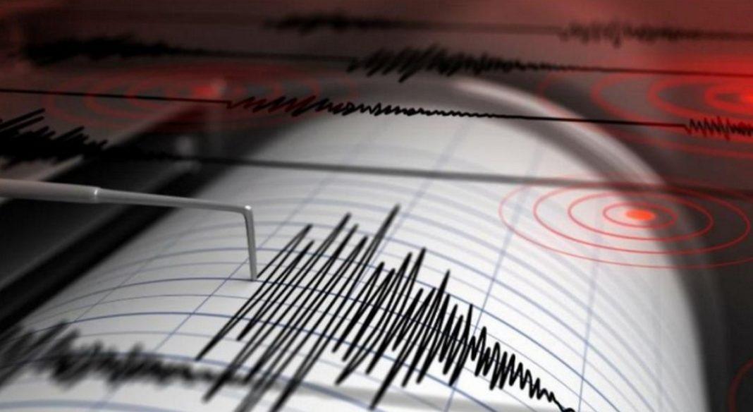Τρεις σεισμικές δονήσεις μέσα σε διάστημα μόλις 45 λεπτών, έγινα περίπου 2.5 ώρες μετά τα μεσάνυχτα στα Δωδεκάνησα, μεταξύ Ρόδου και Καρπάθου. Σεισμοί, παρά το γεγονός ότι δεν ήταν δυνατοί, έγιναν αισθητοί.