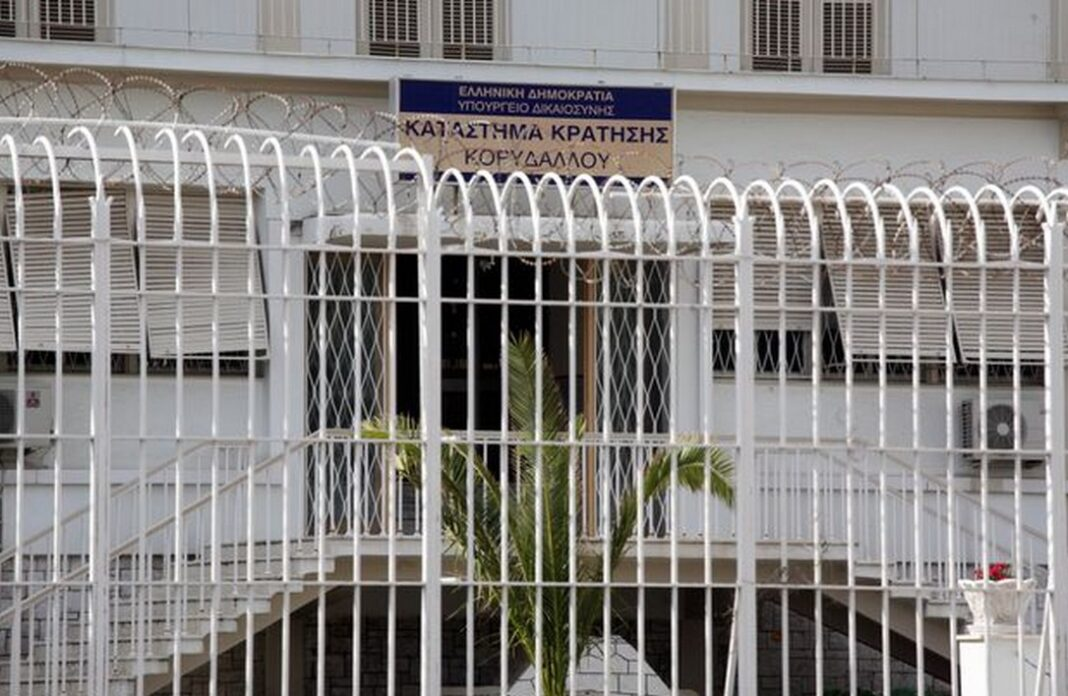 Συναγερμός στις φυλακές Κορυδαλλού, καθώς επιβεβαιώθηκε το απόγευμα της Τρίτης ένα νέο κρούσμα κορωνοϊού.