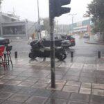 Καιρός: Ανοιξαν οι ουρανοί στη Θεσσαλονίκη -Ισχυρές καταιγίδες μέχρι το βράδυ της Κυριακής [βίντεο]