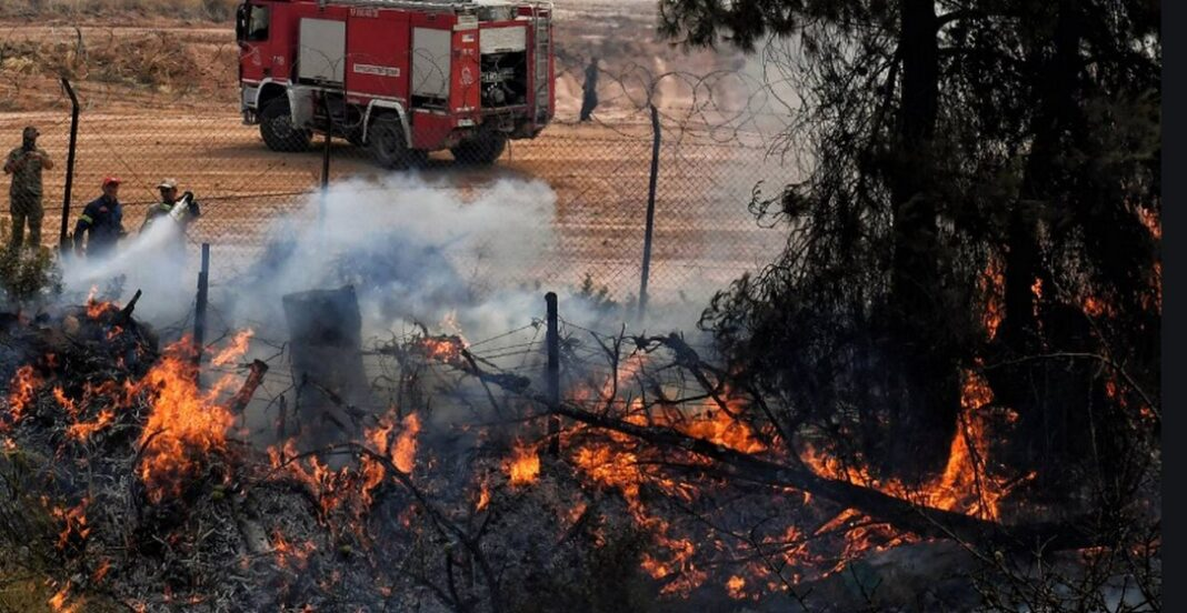 Φωτιά στα Μέθανα Τροιζηνίας - Διακοπή ρεύματος σε Αίγινα και Αγκίστρι
