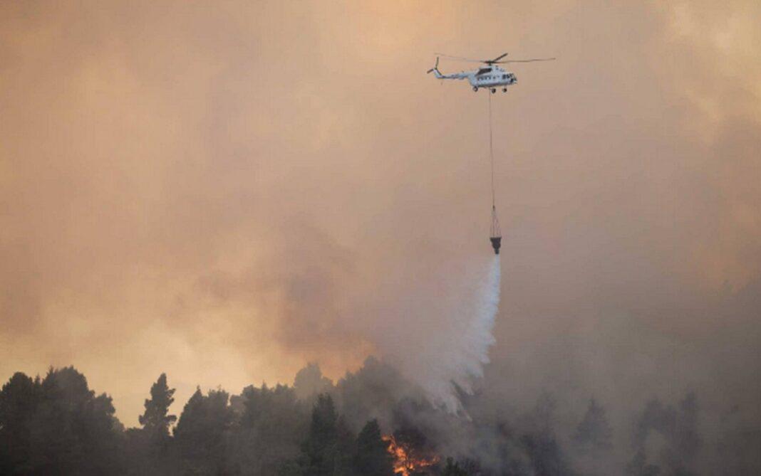Φωτιά στις Κεχριές Κορινθίας: Κοντά στο στρατόπεδο οι φλόγες…