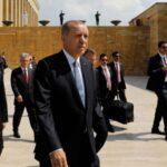 Η Τουρκία στο χείλος του γκρεμού: Οι κυρώσεις θα είναι η ταφόπλακα της οικονομίας