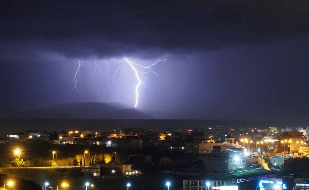 Έρχεται κύμα κακοκαιρίας με βροχές, μπόρες και ισχυρές καταιγίδες.