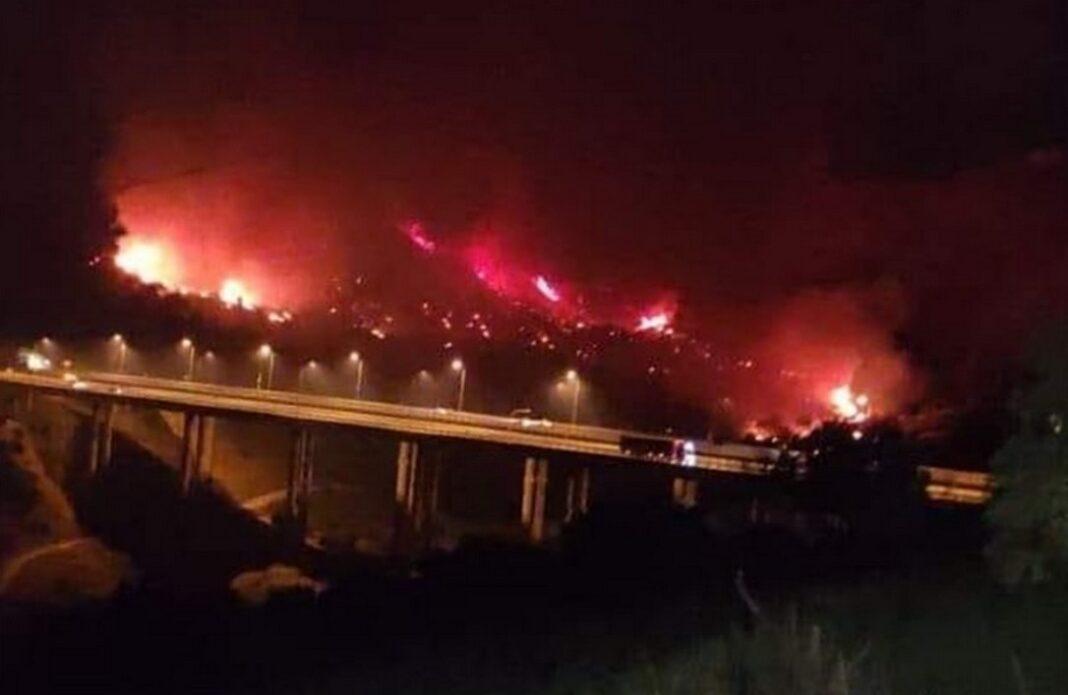 Πάτρα: Σε εξέλιξη μεγάλη πυρκαγιά στην περιοχή της Βούντενης (VIDEO)