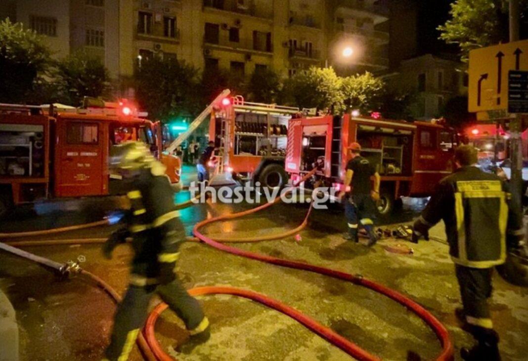 Θεσσαλονίκη: 12 άτομα στο νοσοκομείο από μεγάλη φωτιά σε διαμέρισμα
