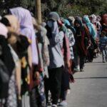 Παραλίγο τραγωδία: Επίθεση με μαχαίρι σε αστυνομικό μέσα στο ΚΥΤ του Καρά Τεπέ
