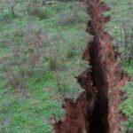 Σοκ και δέος: Βυθίστηκε 30 με 40 εκατοστά η γη σε Τύρναβο και Ελασσόνα από το σεισμό! (video)