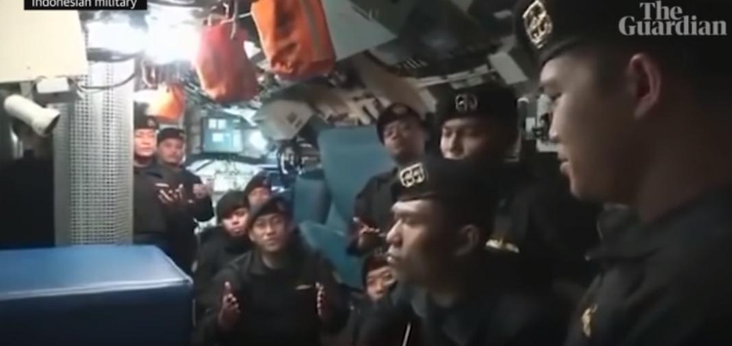 Συγκλονιστικό βίντεο-Τραγουδά «αντίο» το πλήρωμα του βυθισμένου υποβρυχίου της Ινδονησίας