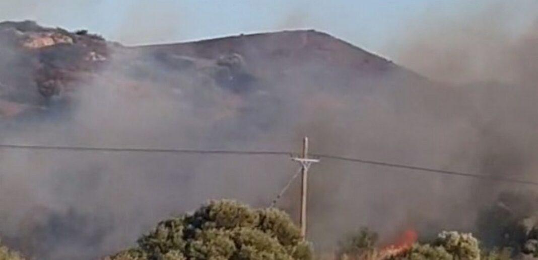 Μεγάλη φωτιά στην Ανάβυσσο Αττικής – Εκκενώνεται ο οικισμός Καταφύγι