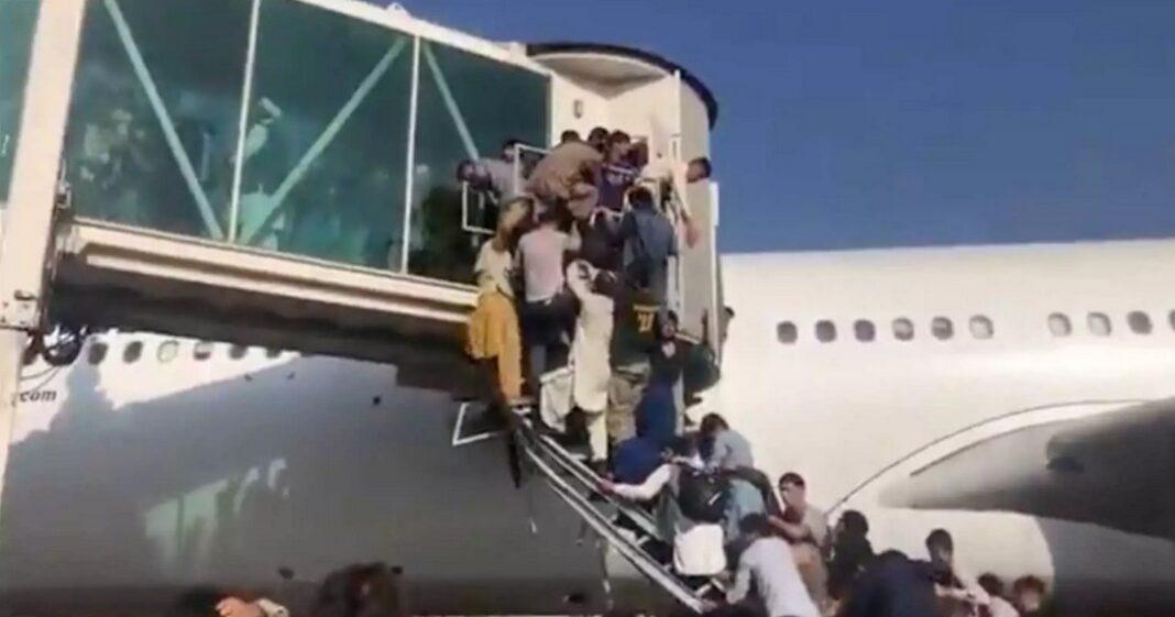 Αφγανιστάν: Πανικός και νεκροί στο αεροδρόμιο της Καμπούλ