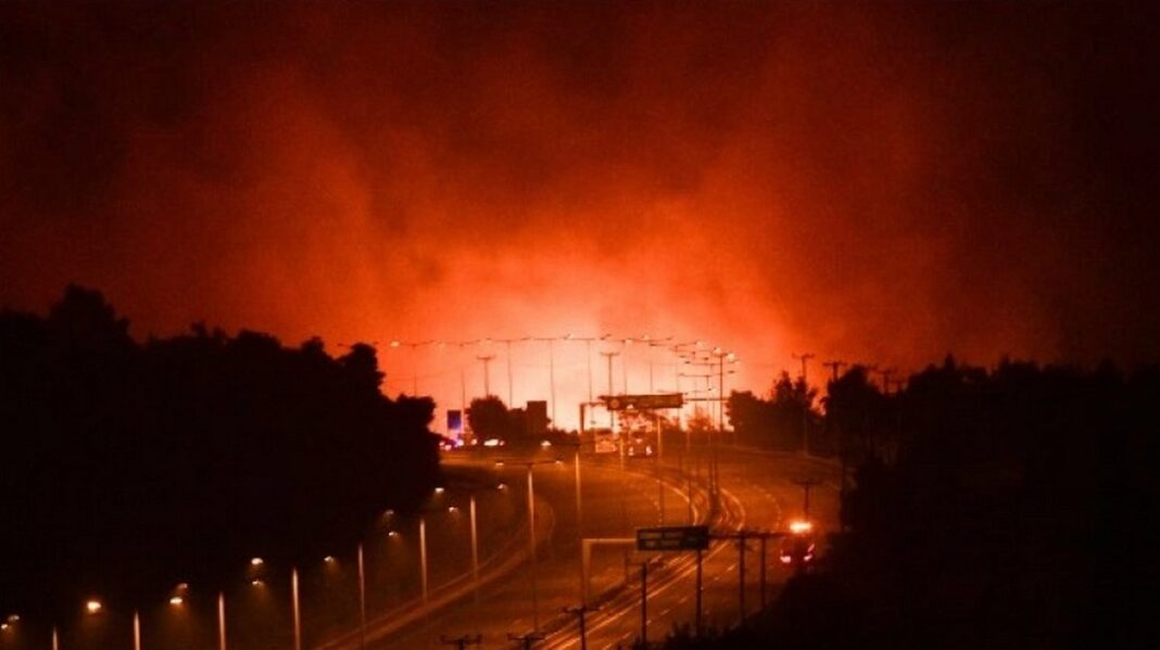 Φωτιά στην Αττική: Πού έχει διακοπεί η κυκλοφορία στην εθνική οδό Αθηνών – Λαμίας