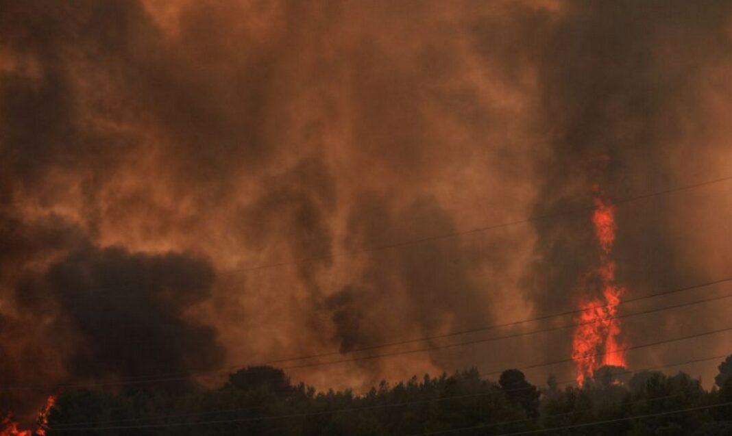 Φωτιά Βαρυμπόμπης: Εκκένωση Ιπποκρατείου Πολιτείας και Δροσοπηγής (Video)