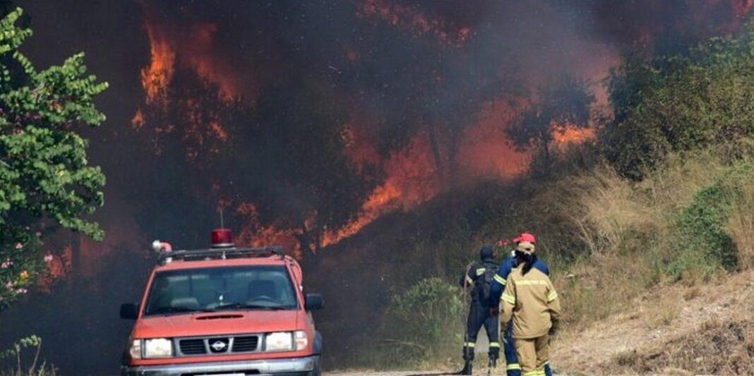 Πύρινος εφιάλτης στην Αχαΐα: Μαίνεται ανεξέλεγκτη η φωτιά - Τραυματίες και δεκάδες καμένα σπίτια